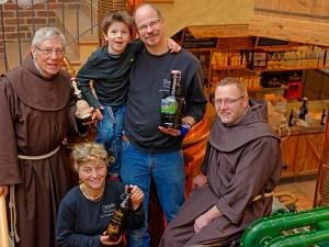 Nach getaner Arbeit (v.l.n.r): Bruder Martin, Luitgard Friedel-Winkelmann, Simon Winkelmann, Norbert Winkelmann, Bruder Johannes Matthias