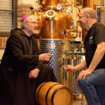 Pilgergeist Gin mit Bischof Hanke gebrannt